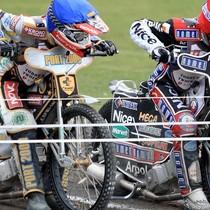 Do startu w wyścigu XV gotowi Grzegorz Zengota (niebieski) i Adrian Miedziński (czerwony)