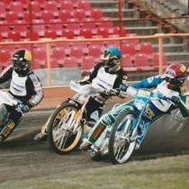 Wyścig I - na wejściu w 1 wiraż walczą Brian Andersen (żółty), Rafał Dobrucki (niebieski), Tomasz Gollob (czerwony) i Antonin Kasper (biały)
