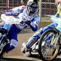 Wyścig II - Rafał Okoniewski (żółty) walczy z Krzysztofem Kasprzakiem (niebieski)