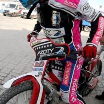 Maciej Janowski wyjeżdża do wyścigu XIII