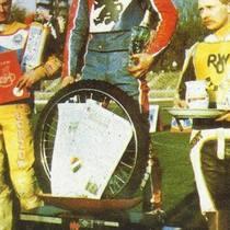Podium zwycięzców - Piotr Świst (II miejsce), Tomasz Gollob (I miejsce) i Antoni Skupień (III miejsce)