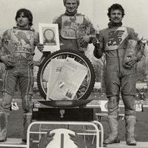 Podium zwycięzców (2 ujęcie) - od lewej: Roman Jankowski (II miejsce), Andrzej Huszcza (I miejsce) i Bolesław Proch (III miejsce).