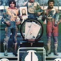 Podium zwycięzców (w kolorze) - od lewej: Roman Jankowski (II miejsce), Andrzej Huszcza (I miejsce) i Bolesław Proch (III miejsce).