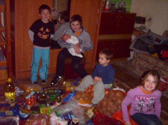 Dzięki WASZYM DAROM Obdarowaliśmy rodzinę z 7 dzieci .