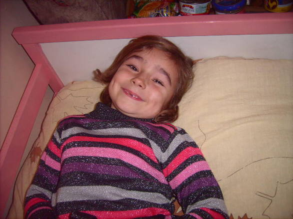 Mała Oliwia otrzymała różowe łózeczko dywan i żywność Zaktualizowano 55 min temu Kochani mała Oliwia ma wreszcie swoje własne łózko które otrzymała od naszych cudownych Darczyńców rodziny Pana Mariusza ( Dziękujemy Wam Kochani jeszcze Raz :) ) Oliwia już ma swoje własne miejsce do spania :) jak widać na zdęciach jest niezmiernie zadowolona :) :) Bardzo Miło jest sprawiać radość Dzieciom :) Rodzina Oliwii otrzymała od nas także częśc żywności , niedługo dzieci otrzymają także słodycze :) rekacją zdjęciowa będzie na FB . Także Rodzina otrzymała śliczny dywan - widoczny na zdjęciach od Pani Sabiny - wreszcie nie marzną im nózki:) Kochani cieszcie się razem z nami szczęściem tych Dzieci :)   Rodzinie potrzebne jest łózko pietrowe jeżeli ktoś chciałby przekazać zapraszam tel 794 159 667 Lubię to! · Dodaj komentarz 2  Lubię to! · Dodaj komentarz  Lubię to! · Dodaj komentarz