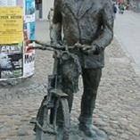Pomnik Starego Marycha przy placu Wiosny Ludów w Poznaniu