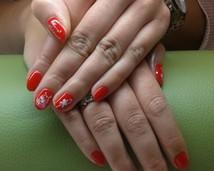Manicure hybrydowy świąteczny