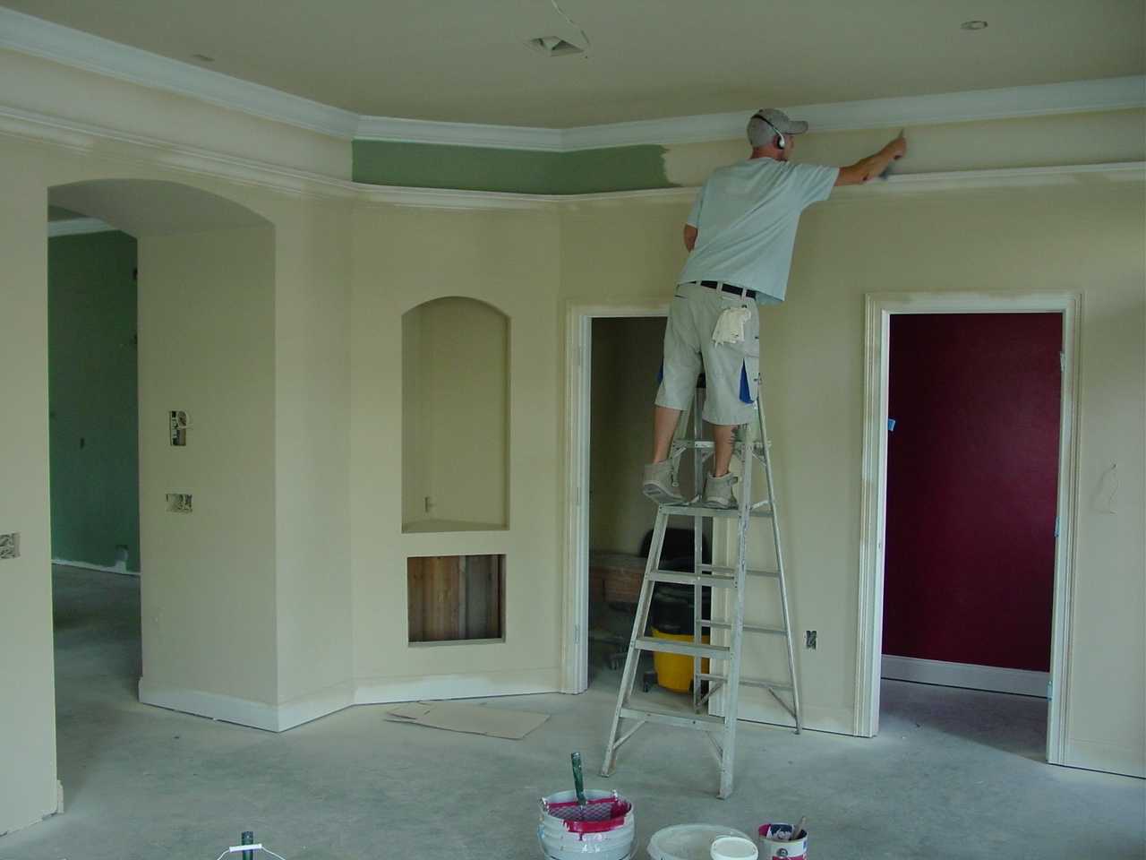 Services inspiration polish painters decorators dublin - Molduras de madera para pared ...