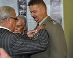 Odznaczony ppłk Wiesław Czajkowski