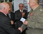 Zdzisław Welszyng otrzymuje Odznakę Pamiątkową Bieszczadzkiego Oddziału SG