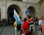 szóstka u drzwi kaplicy