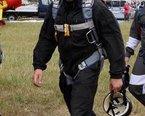 Tomek , instruktor spadochronowy w naszym stowarzyszeniu, specjalizuje sie w celności lądowania