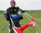 Bartek-  Prezes LSS FENIKS, skoków+800. W sporcie spadochronowym od 1996 roku.Instruktor spadochronowy