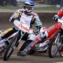 Wyścig II - Piotr Protasiewicz (niebieski) przed Andreasem Jonssonem (czerwony)