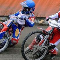 Wyścig VIII - Olivier Allen (niebieski) walczy z Grzegorzem Walaskiem (biały)