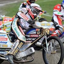 Wyścig XI - Grzegorz Zengota (biały) walczy z Denisem Gizatullinem (niebieski), za nimi nieco zasłonięty Wiesław Jaguś (żółty)