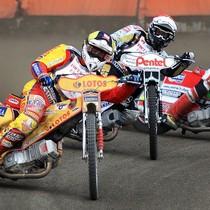Wyścig XIII - Magnus Zetterström (żółty) przed Piotrem Protasiewiczem (czerwony) i Mikołajem Curyło (biały)