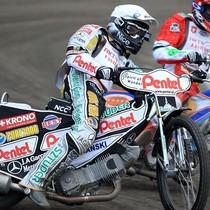 Wyścig XVIII - Piotr Protasiewicz (biały) walczy z Denisem Gizatullinem (czerwony)