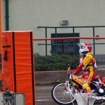 Magnus Zetterström przygotowuje się do startu w wyścigu I