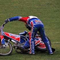 """""""What the ....?"""" myśli zapewne Olivier Allen, który nie ukończył wyścigu II z powodu defektu motocykla"""