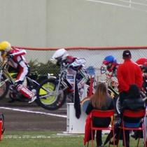 Start do wyścigu IV - Antonio Lindbäck (żółty), Adrian Miedziński (biały) oraz nieco zasłonięci Wiesław Jaguś (niebieski) i Krzysztof Jabłoński (czerwony)