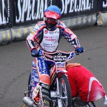 Adrian Gomólski przygotowuje się do wyścigu VI