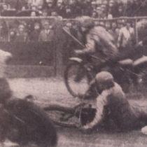 """Fragment jednego z wyścigów obrazujący trudne warunki panujące na torze w trakcie zawodów (fot. """"Gazeta Pomorska"""")"""