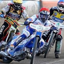 Wyścig XI - Rafał Okoniewski (czerwony) przed Przemysławem Pawlickim (żółty) i Ryanem Sullivanem (niebieski)