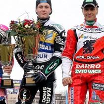 Zwycięzcy na podium, od lewej: Maciej Janowski (II miejsce), Darcy Ward (I miejsce) i Robert Kościecha (III miejsce)