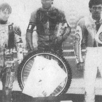 Podium zwycięzców - Grzegorz Dzikowski (II miejsce), Roman Jankowski (I miejsce) i Wojciech Żabiałowicz (III miejsce)