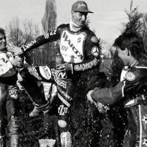 Radość zawodników na podium zwycięzców - Vaclav Milik (II miejsce), Tomasz Gollob (I miejsce) i Jacek Gomólski (III miejsce) [fot. Piotr Sumara]
