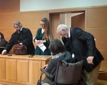 """Sąd za """"Czerwone Kartki"""", matka Jelena Bojda oskarżona przez Sanepid za wieszanie ich na budynku Sanepidu i zapalenie zniczy dla ofiar szczepień (16.12.2019)"""