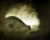 Międzynarodowe Laboratorium Silnych Pól Magnetycznych i Niskich Temperatur PAN. Stary budynek. Trzy miesiące naświetlania - zima.