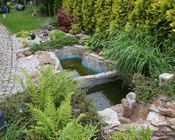 Na oczko składały się dwa głębokie zbiorniki i kamienna kaskada