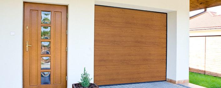 Brama segmentowa i drzwi kolor złoty dąb