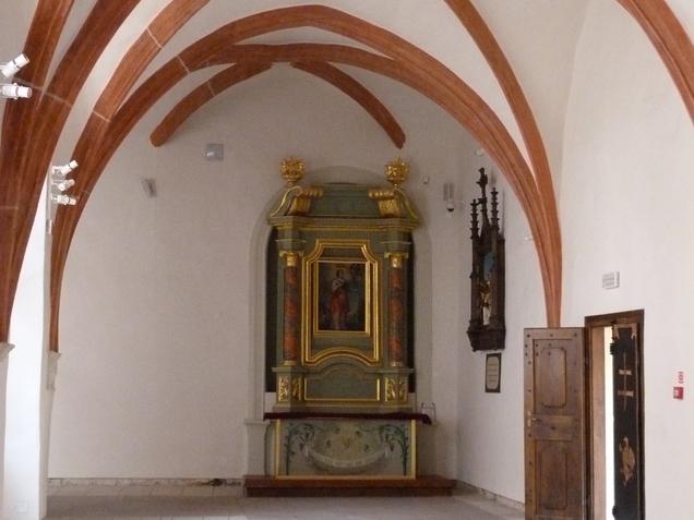 Krużganki okalające Kaplicę Grobu Bożego.