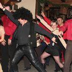 Line dance do muzyki Staying Alive