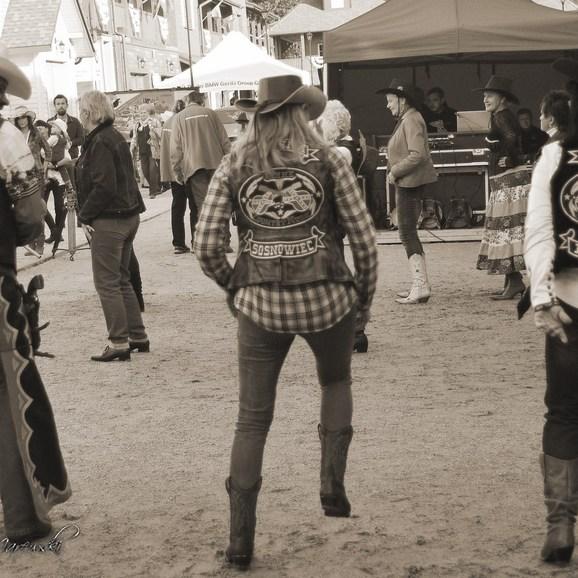 Dancing Riders od tyłu też się dobrze prezentują