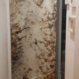 lustro postarzane naklejone na ukryte drzwi /wejscie do schowka - Warszawa Ząbki