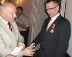 Odznaczony kpt. rez. Zbigniew Zembrzuski