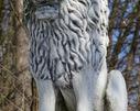 Lew na resztakach bramy kompleksu parkowo-pałacowego.  Dwór Sobianowice