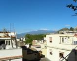 Taki mieliśmy widok z dachu kwatery - w oddali Etna