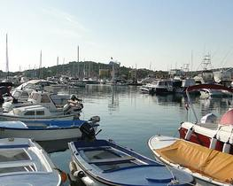 Jezera - centrum - port