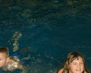 Mikołajki 2014 - organizacja wyjazdu na basen i pizzeri dla wychowanków Domu Dziecka w Pawłówce