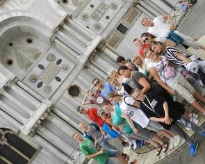 """Wenecja - """"tysiąc dni w jeden dzień"""" wycieczka zorganizowana wychowankom Domu Dziecka w Pawłówce"""