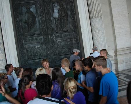 Wycieczka wychowanków Domu Dziecka w Pawłówce w Watykanie