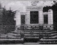 Pomnik ofiar I wojny światowej, stał na przeciw kościoła