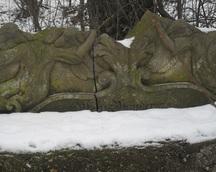 fragment muru znajdującego sie za kościołem