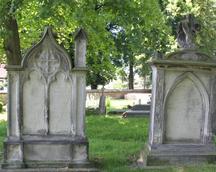 Nagrobek na przykościelnym cmentarzu