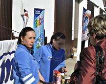 Hostessy na stoisku Bakomy